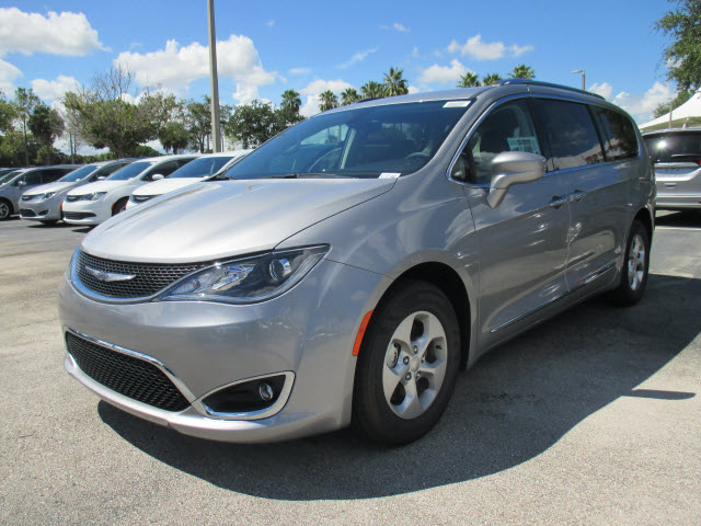 RPMWired.com car search / 2017 Chrysler Pacifica