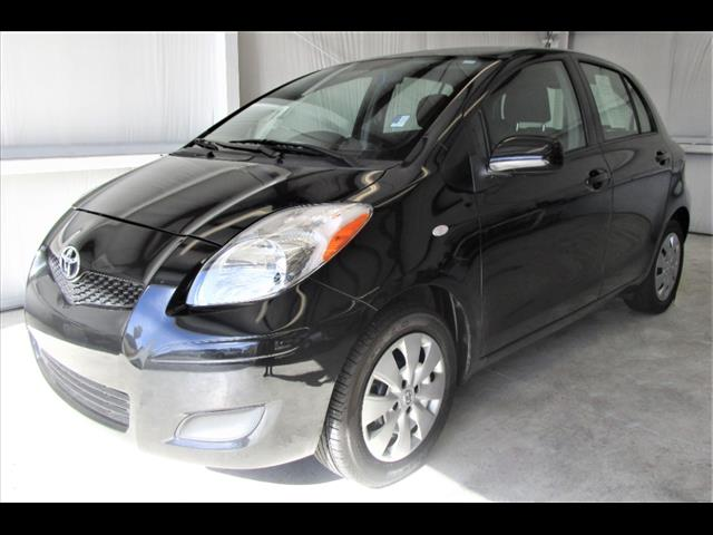 2011 Toyota Yaris Base – B5332597